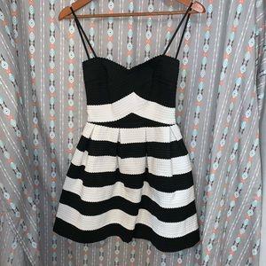 BLACK&WHITE STRAPLESS DRESS!!